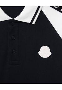 MONCLER KIDS - Bawełniana koszulka polo 8-14 lat. Typ kołnierza: polo. Kolor: czarny. Materiał: bawełna. Wzór: aplikacja. Sezon: lato. Styl: klasyczny, sportowy
