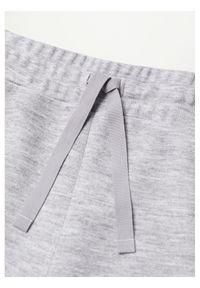 mango - Mango Spodnie dresowe Maxime8 87084039 Szary Regular Fit. Kolor: szary. Materiał: dresówka