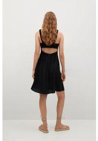 mango - Mango - Sukienka BRICK. Kolor: czarny. Materiał: włókno, materiał. Długość rękawa: na ramiączkach. Typ sukienki: rozkloszowane