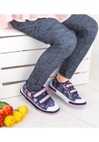 UNDERLINE - Trampki dziecięce Underline 61B1703 Granatowe. Zapięcie: rzepy. Kolor: niebieski. Materiał: tkanina, skóra, guma