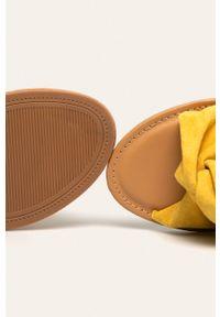 Żółte klapki ANSWEAR z okrągłym noskiem