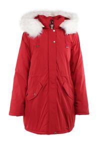 Born2be - Czerwona Kurtka Desoya. Kolekcja: plus size. Kolor: czerwony. Materiał: futro. Długość: długie