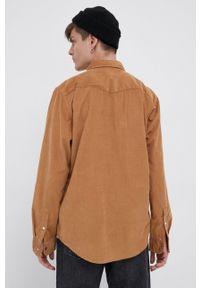 Lee - Koszula sztruksowa. Typ kołnierza: kołnierzyk klasyczny. Kolor: brązowy. Materiał: sztruks. Długość rękawa: długi rękaw. Długość: długie. Styl: klasyczny