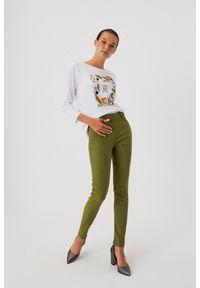 MOODO - Spodnie rurki z wysokim stanem. Stan: podwyższony. Materiał: bawełna, poliamid, elastan, guma. Długość: długie. Wzór: gładki