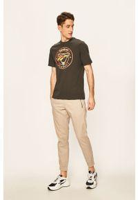 Szary t-shirt Reebok Classic z nadrukiem, na co dzień
