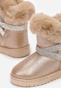 Born2be - Szampańskie Śniegowce Jynrelle. Wysokość cholewki: za kostkę. Nosek buta: okrągły. Zapięcie: bez zapięcia. Kolor: złoty. Materiał: futro, materiał. Szerokość cholewki: normalna. Wzór: aplikacja