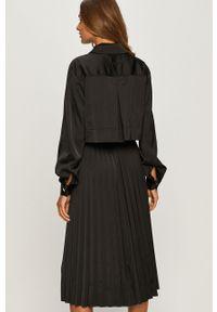 Czarna sukienka Karl Lagerfeld midi, rozkloszowana, raglanowy rękaw