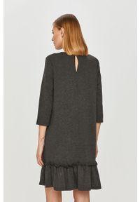 Szara sukienka Vila mini, casualowa, oversize, na co dzień