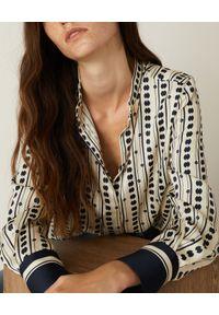 Marella - MARELLA - Wzorzysta koszula Cluny. Okazja: do pracy, na spotkanie biznesowe. Kolor: biały. Materiał: tkanina, jeans. Długość rękawa: długi rękaw. Długość: długie. Wzór: nadruk, gładki. Styl: biznesowy, elegancki