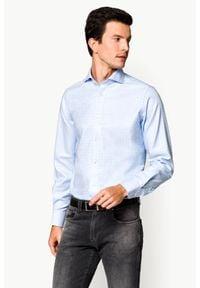 Lancerto - Koszula Błękitna w Kratę Ramona 2. Typ kołnierza: kołnierzyk włoski. Kolor: niebieski. Materiał: tkanina, bawełna. Wzór: ze splotem