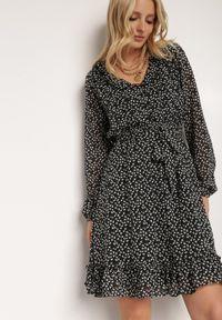 Renee - Czarna Sukienka Caneia. Kolor: czarny. Wzór: kwiaty, nadruk. Sezon: jesień, zima. Styl: klasyczny. Długość: mini