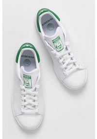 Białe sneakersy adidas Originals na obcasie, na sznurówki, na niskim obcasie, z okrągłym noskiem