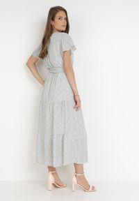 Born2be - Miętowa Sukienka Agnul. Kolor: miętowy. Materiał: materiał. Wzór: kwiaty, nadruk. Typ sukienki: kopertowe. Długość: midi