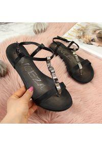 Sandały damskie z ozdobną klamrą czarne Vinceza. Zapięcie: klamry. Kolor: czarny. Materiał: skóra ekologiczna