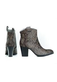 Zapato - wężowe kowbojki na obcasie - skóra naturalna - model 471 - kolor wąż. Materiał: skóra. Obcas: na obcasie. Wysokość obcasa: średni
