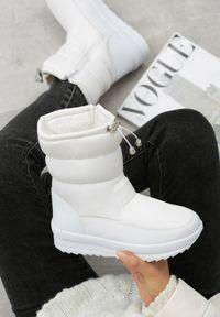 Białe śniegowce Born2be