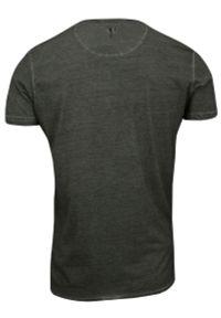 Grafitowa Męska Koszulka (T-shirt) - Brave Soul - Trupie Czaszki na Krzyżu. Okazja: na co dzień. Kolor: szary. Materiał: bawełna. Wzór: nadruk. Styl: casual