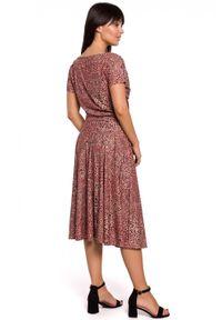BE - Rozkloszowana sukienka w panterkę wiązana w talii. Materiał: bawełna, dzianina, elastan. Wzór: motyw zwierzęcy