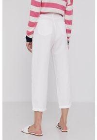 Białe jeansy loose fit Answear Lab z podwyższonym stanem, wakacyjne