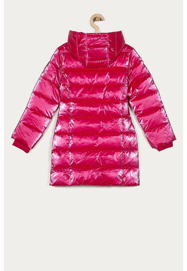 Różowa kurtka Guess Jeans casualowa, z kapturem