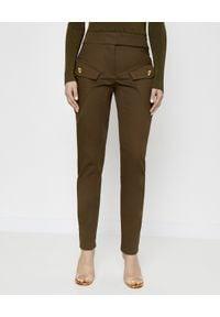 ALEXANDRE VAUTHIER - Brązowe spodnie z kieszeniami. Stan: podwyższony. Kolor: brązowy. Materiał: materiał. Wzór: moro. Styl: militarny