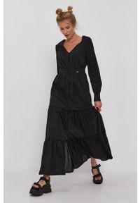 Superdry - Sukienka. Kolor: czarny. Materiał: tkanina. Długość rękawa: długi rękaw. Wzór: gładki. Typ sukienki: rozkloszowane