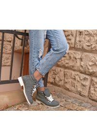 Szare botki Zapato z nadrukiem, z cholewką za kostkę, na jesień, wąskie