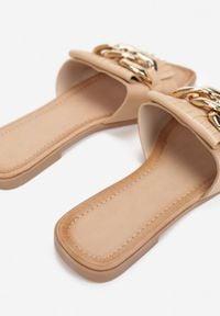 Renee - Beżowe Klapki Yanaelig. Nosek buta: otwarty. Kolor: beżowy. Obcas: na obcasie. Wysokość obcasa: niski