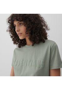 Reserved - Bawełniany t-shirt z napisem - Zielony. Kolor: zielony. Materiał: bawełna. Wzór: napisy
