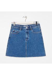 Sinsay - Spódnica jeansowa mini - Niebieski. Kolor: niebieski. Materiał: jeans