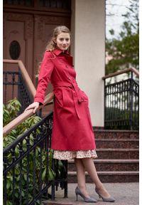 Marie Zélie - Trencz Adria bawełna z elastanem czerwony. Kolor: czerwony. Materiał: bawełna, elastan. Sezon: lato. Styl: klasyczny #7
