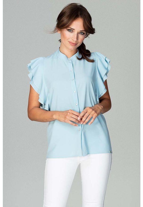 Katrus - Błękitna Koszulowa Bluzka z Falbankowym Rękawem. Kolor: niebieski. Materiał: elastan, poliester