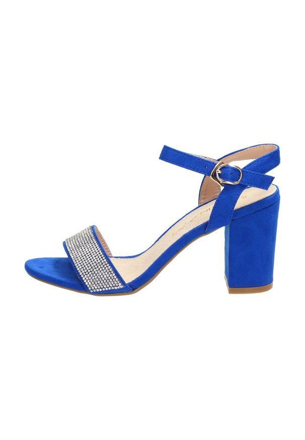 Niebieskie sandały Sabatina na średnim obcasie, na słupku