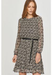 Calvin Klein - Sukienka. Kolor: czarny. Materiał: tkanina. Długość rękawa: długi rękaw. Typ sukienki: rozkloszowane