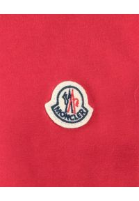 MONCLER KIDS - Czerwony t-shirt z bawełny 4-14 lat. Okazja: na co dzień. Kolor: czerwony. Materiał: bawełna. Wzór: aplikacja. Sezon: lato. Styl: klasyczny, casual