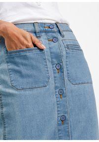 """Spódnica dżinsowa z guzikami bonprix niebieski """"bleached"""". Kolor: niebieski. Styl: elegancki"""
