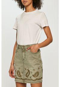 Desigual - Spódnica jeansowa. Okazja: na co dzień. Kolor: zielony. Materiał: jeans. Wzór: aplikacja. Styl: casual