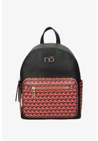 Nobo - Czarny plecak nobo z kieszonką z przodu nbag-l1470-cm03. Kolor: pomarańczowy, czarny, wielokolorowy