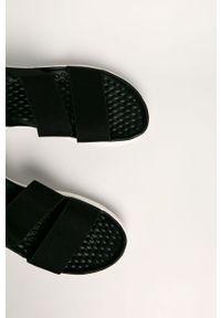 Czarne sandały Crocs bez obcasa, gładkie