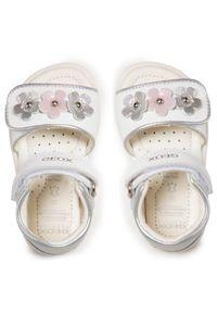 Geox - Sandały GEOX - B S.Verred D B1521D 085NF C1000 M White. Kolor: biały. Materiał: skóra. Wzór: aplikacja. Sezon: lato. Styl: wakacyjny, młodzieżowy