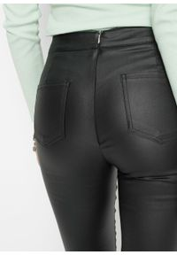 Spodnie ze sztucznej skóry bonprix czarny. Kolor: czarny. Materiał: skóra