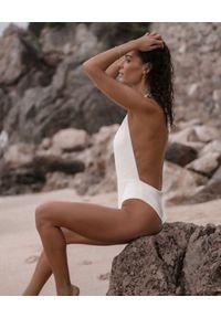 SUSAN SWIMWEAR - Strój jednoczęściowy Baleo White. Kolor: biały. Materiał: tkanina. Wzór: ze splotem, geometria
