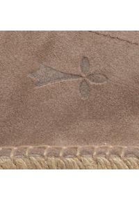 Manebi - Espadryle MANEBI - Slippers W W 1.9 N0 Vintage Taupe. Okazja: na co dzień. Kolor: beżowy. Materiał: skóra, zamsz. Szerokość cholewki: normalna. Sezon: lato. Obcas: na płaskiej podeszwie. Styl: vintage