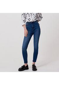 Niebieskie jeansy Cropp z podwyższonym stanem