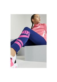 Spodnie Nike Sportswear Jr 939447. Materiał: materiał. Wzór: napisy