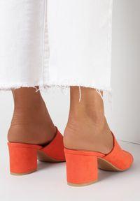 Born2be - Pomarańczowe Klapki Usinyera. Nosek buta: otwarty. Kolor: pomarańczowy. Materiał: skóra ekologiczna. Wzór: gładki. Obcas: na słupku