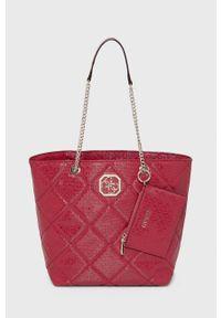 Guess - Torebka. Kolor: różowy. Rodzaj torebki: na ramię