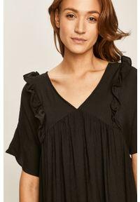 Czarna sukienka ANSWEAR prosta, na co dzień, z krótkim rękawem, casualowa