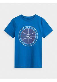 4f - T-shirt z nadrukiem chłopięcy. Kolor: niebieski. Materiał: bawełna, dzianina. Wzór: nadruk