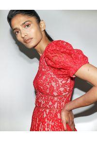 SELF PORTRAIT - Czerwona sukienka z koronki. Kolor: czerwony. Materiał: koronka. Wzór: koronka. Typ sukienki: rozkloszowane, dopasowane. Długość: mini
